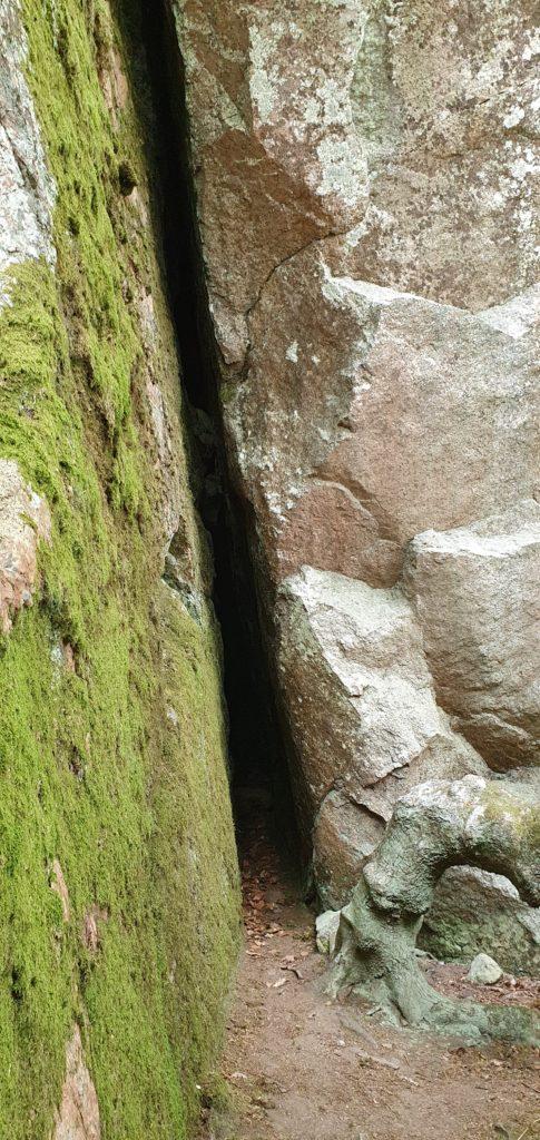 Ingången till Ola Sonas grotta