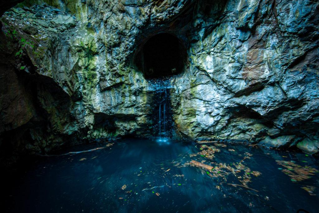 Blå grottan vid Klackbergs gruvfält