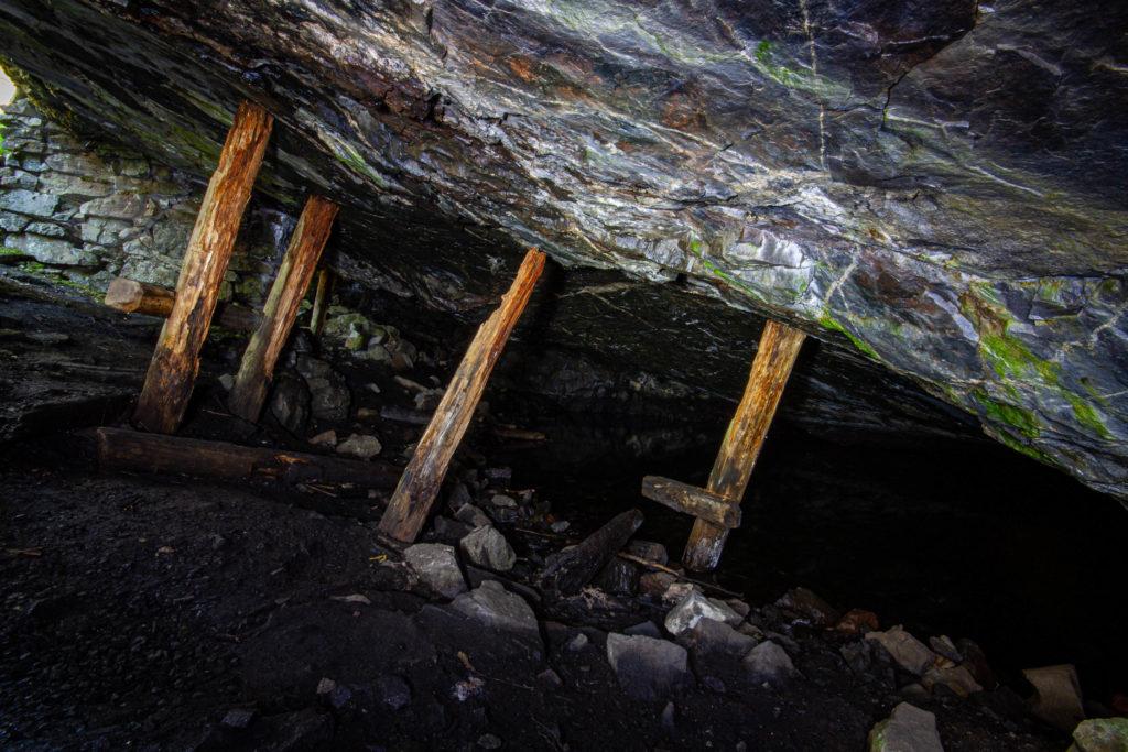 Tombo isgruva