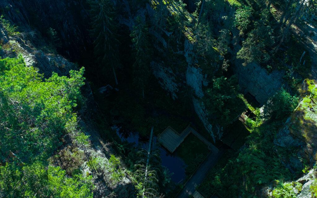 Drönarbild över Hörnebo skiffergruvas dagbrott