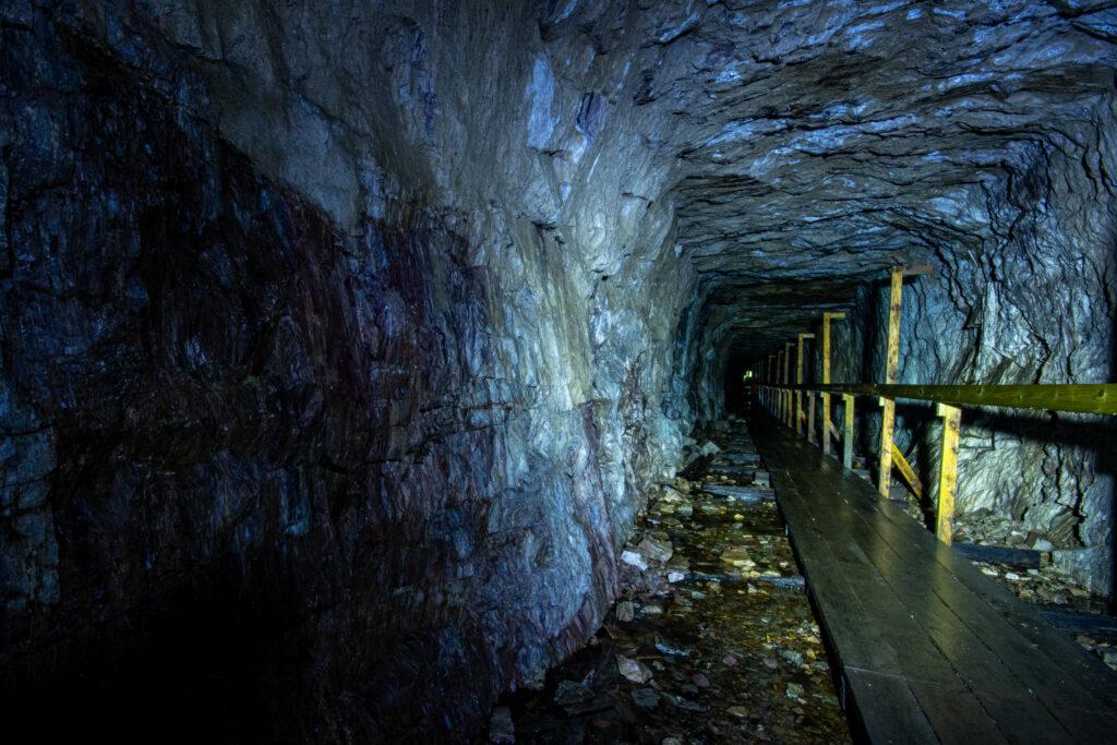 Stollgången in till Hörnebo skiffergruvas dagbrott