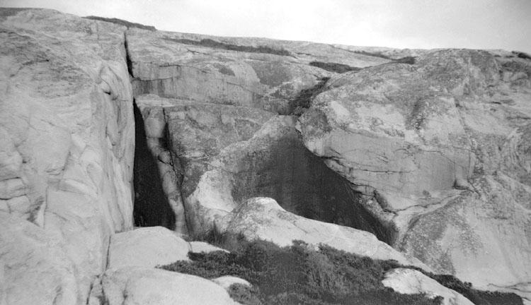 Tjuv-Halvors grotta